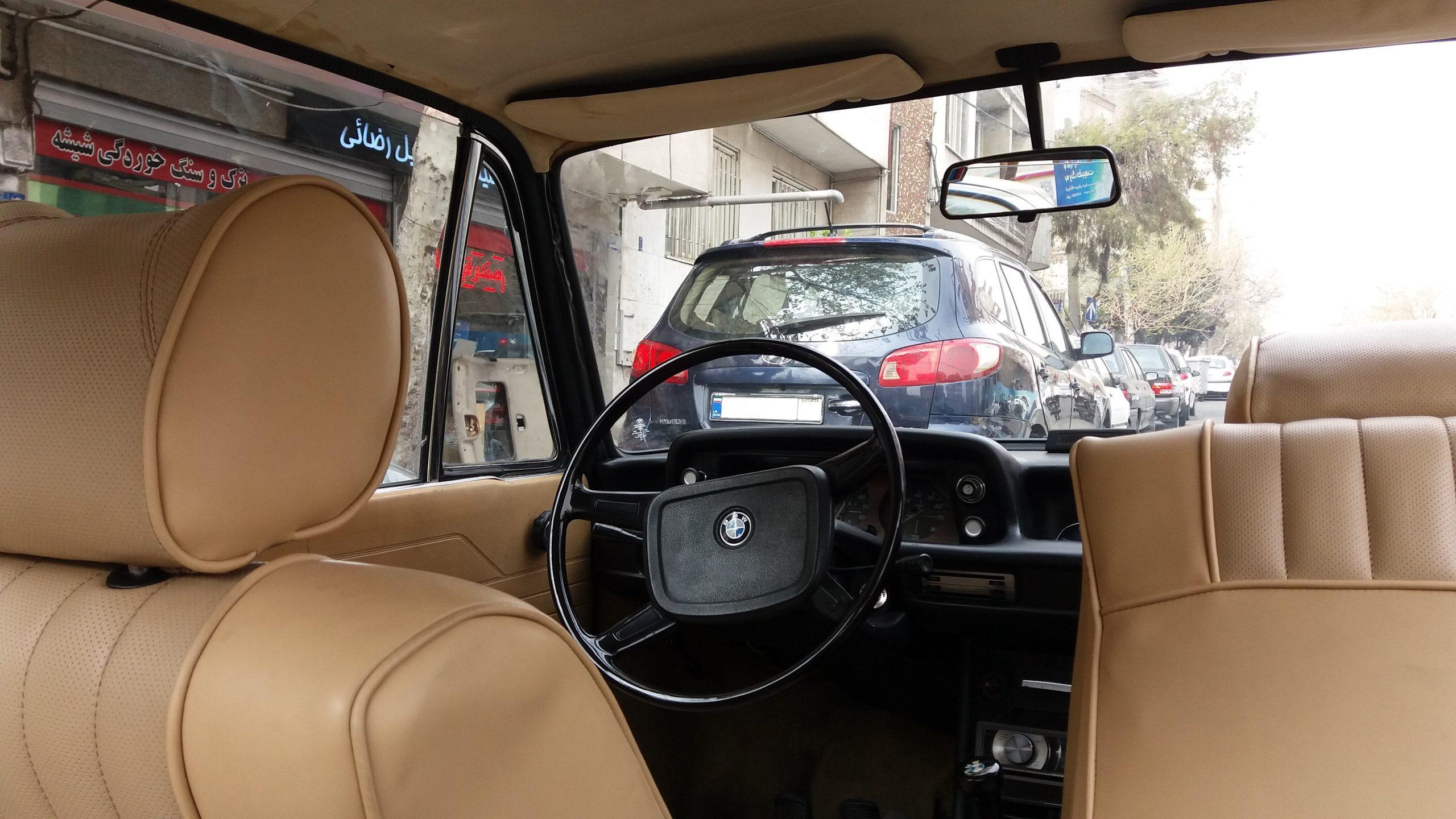 شیشه اتومبیل بی ام و